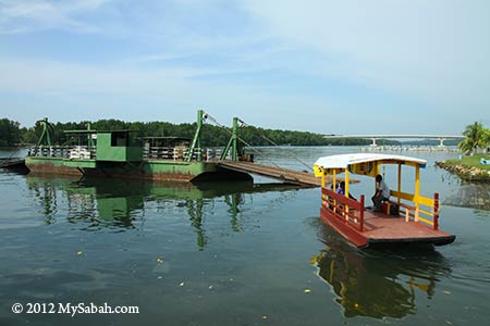 ferry and water taxi of Kuala Penyu town