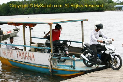 how to get a taxi from the ferry tsawassen