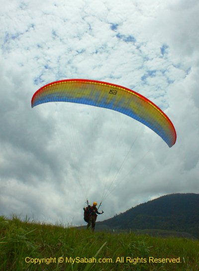 paragliding solo flight