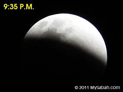 lunar eclipse at 9:35pm