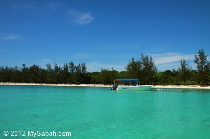 crystal clear sea of Mantanani Besar