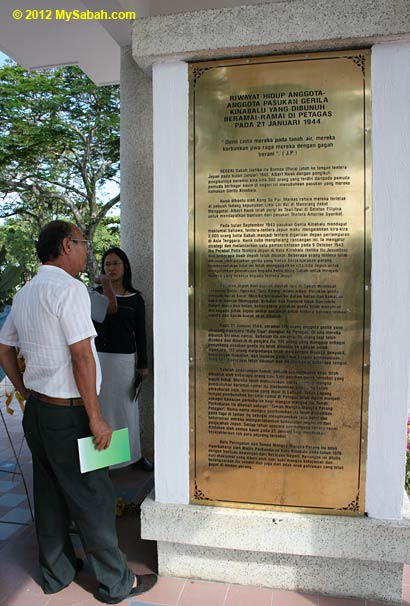 history of Double Tenth Revolt on Petagas war monument (Malay version)