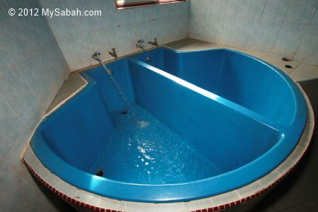 filling up bathtub with hot spring