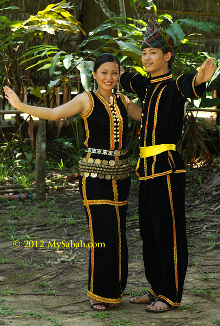 Sumazau dance by Kadazan couple