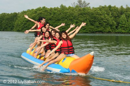 Miss Oriental contestants on banana boat