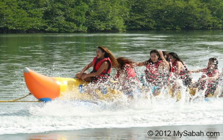 banana boat ride in Borneo Kelly Bays