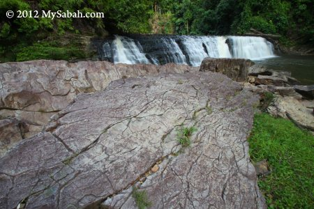 sandstone layer at Imbak Waterfall