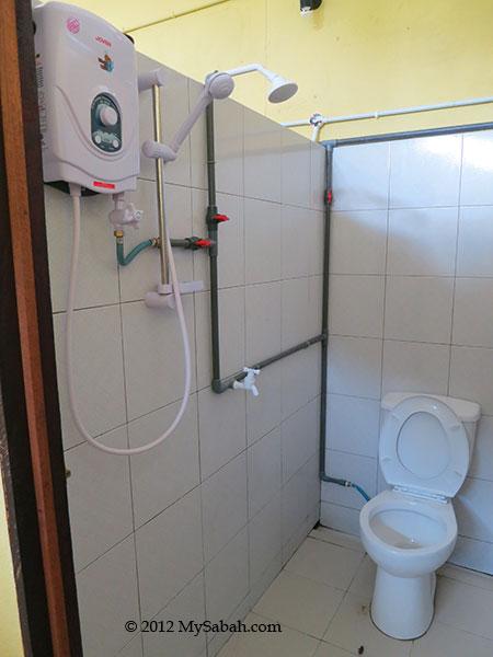 bathroom of Sayang-Sayang Hostel
