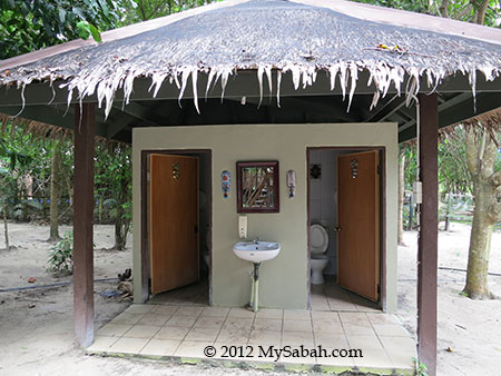 common bathroom of Mari-Mari Backpackers Lodge (Pulau Mantanani)