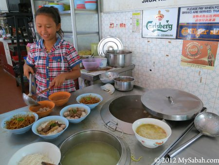 preparing Ngiu Chap