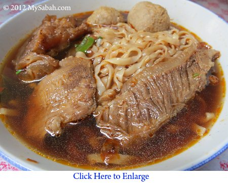 close up of beef noodle