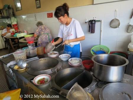 cooking Ngiu Chap (牛什 / 牛杂)