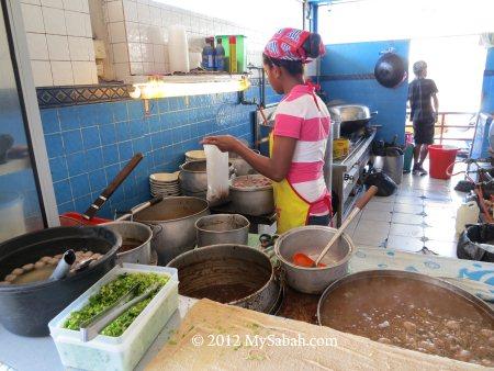 cooking Ngiu Chap / Ngau Chap (Beef Noodle)