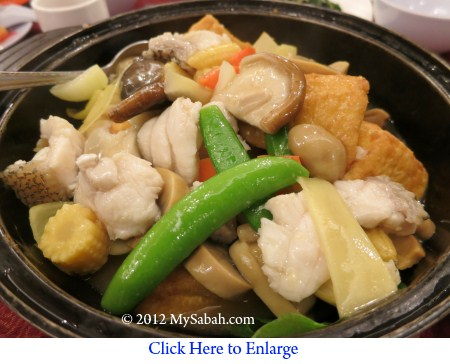 Braised beancurb with seafood in claypot