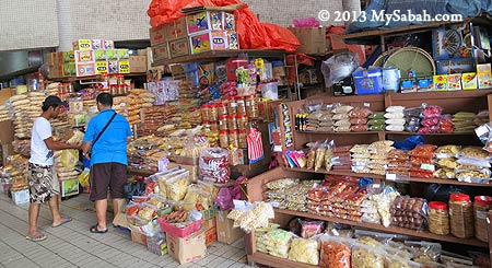 local snacks for sale in Tawau Tanjung Market