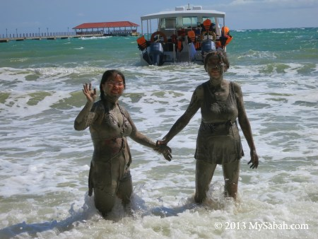 washing off the mud in the sea