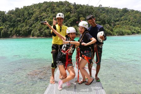group photo after ziplining on coral flyer