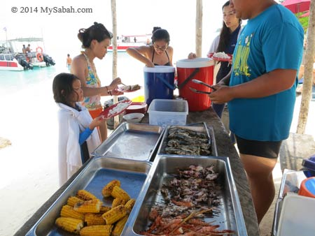 BBQ lunch buffet on Mengalum Island