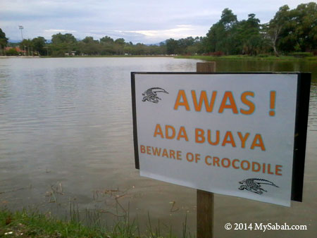 Signboard: Beware of Crocodile
