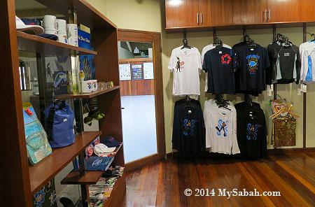 souvenir shop of STAR Marina