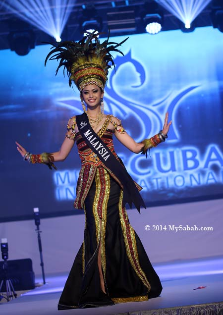 Miss Scuba Malaysia in National Costume