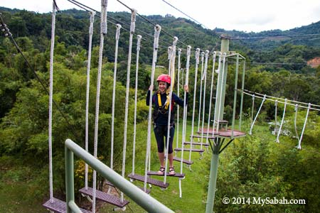 high ropes challenge: Swinging Steps