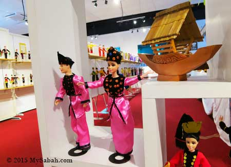 Sea Bajau dolls and lepa handicraft