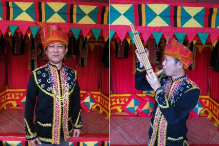 photo shooting in Dusun Lotud costume in Libunan booth