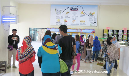 long queue to buy DESA food