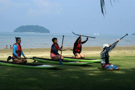 Stand-Up Paddle Boarding briefing in Tanjung Aru Beach