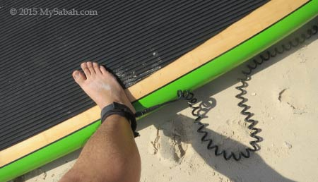 leash to the paddleboard