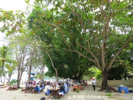outdoor lunch buffer in Manukan