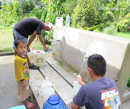 villagers collect spring water from Tobobon Taviu Spring