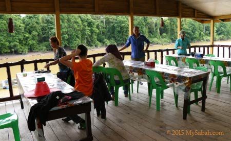 settle down in Tanjung Bulat Jungle Camp