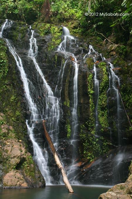 Gelas Waterfall