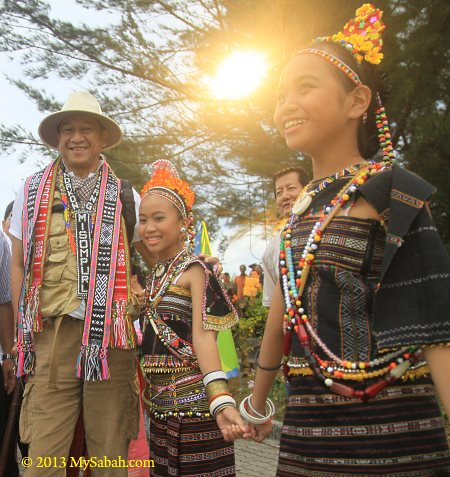Malaysia Tourism Minister with Rungus people