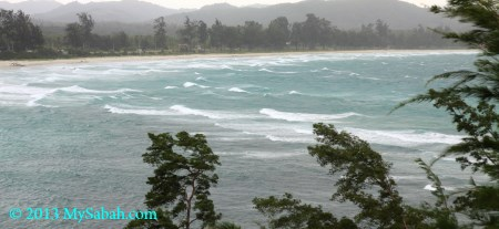 rough waves in bad weather