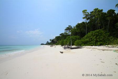 sea shore of Mengalum Island