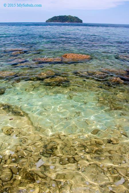 rocky beach of Mamutik