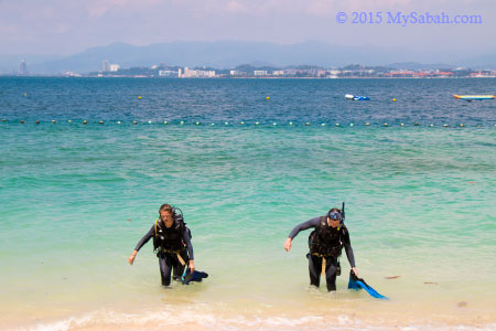 scuba divers on Mamutik