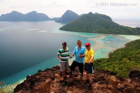 group photo on top of Bohey Dulang