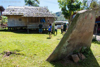 Watu Tinuridung stone