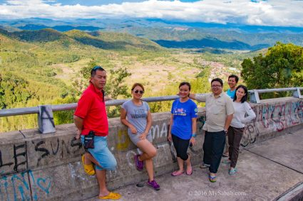 Group photo with Tambunan Valley in the background