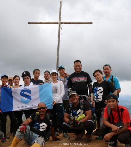 Group photo on the Cross Peak