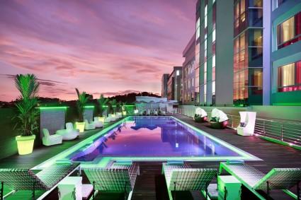 Swimming Pool and Splash Pool Bar