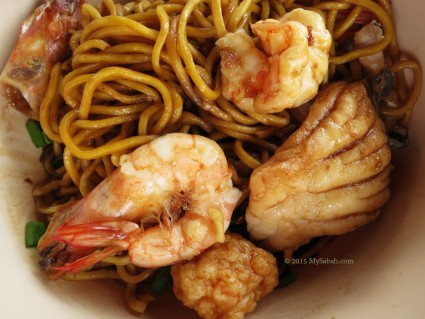 Fresh seafood with noodle