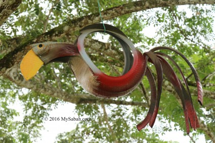 Hornbill made of used tyre