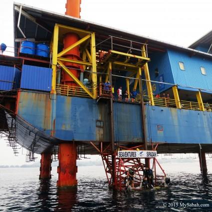Elevator of Seaventures Dive Rig
