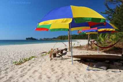 White sandy beach of Bawang Jamal Beach