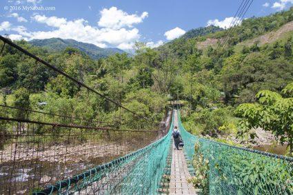 Hanging bridge to Kiulu Farmstay